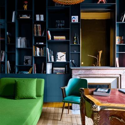 Espacio decorado con negro y Greenery