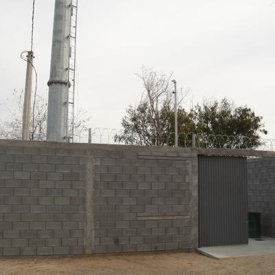 Cimentación y confinamiento para antena de telecomunicaciones.