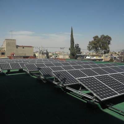 Sistema de paneles solares interconectado a la red eléctrica de CFE. Proyecto realizado por contrato de Licitación Pública para el Gobierno de la Ciudad de México, Dirección de Alumbrado, Laboratorio de Alumbrado del Gobierno del Distrito Federal.