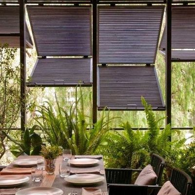 terraza con pérgolas bioclimáticas