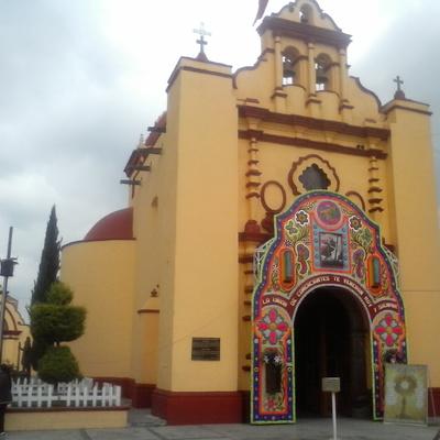 Suministro de pintura para área exterior en su totalidad en  iglesia de San Cristobal Huichochitlan, Toluca edo. Mex.