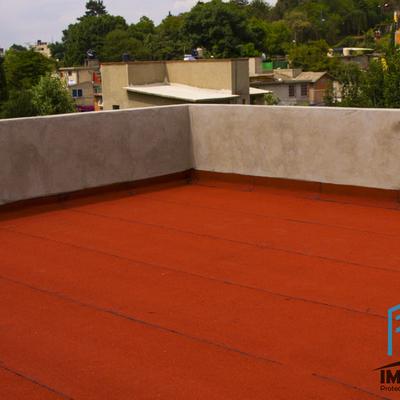 Impermeabilización con productos prefabricados color terracota.