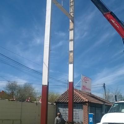 Reparación de anuncio independiente en gasolinera Lourdes