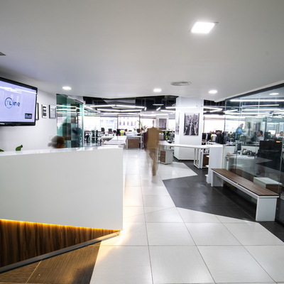 Diseño de interiores para oficinas Sf Systems