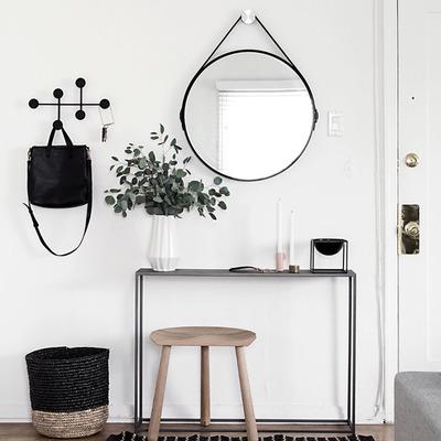 Recibidor pequeño con tapete, colgadores y espejo