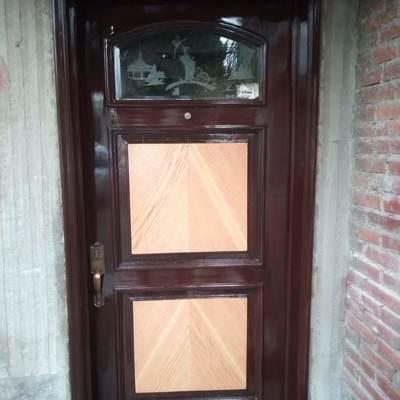 Restauración de puerta entablerada; Entrada Principal.