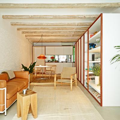 Una vivienda pequeña, fresca y llena de luz