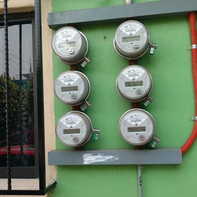 Instalación de bases para medidores de luz