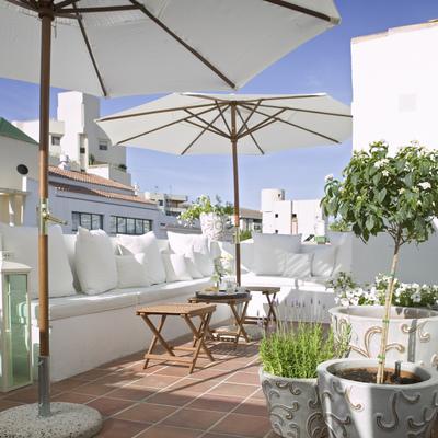 terraza con sombrillas