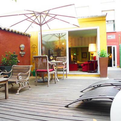 terraza-con-muebles-de-madera