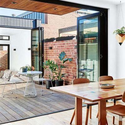 terraza con tarima