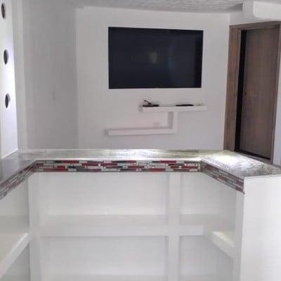 Mobiliario de Tablaroca-Barra de Cocina