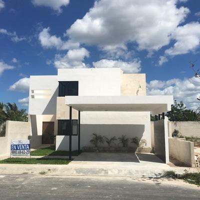 Construcción de casa de 2 pisos en privada Avenida Conkal