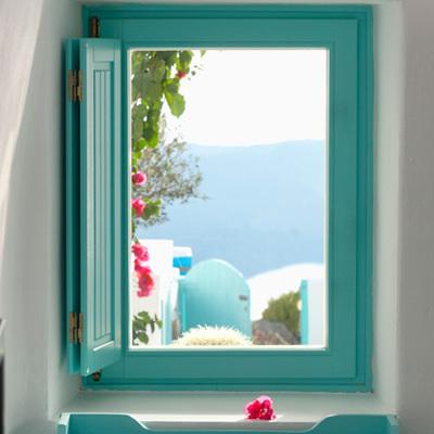 Ventana pintada azul aqua