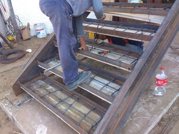 Foto armado de escalera mixta de proyectos y for Construir escalera de concreto