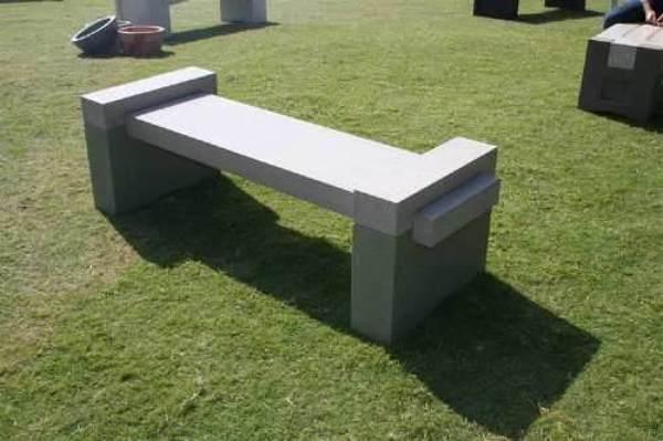 Foto banca de concreto reciclado de enfoque constructivo for Bloques de cemento para jardin