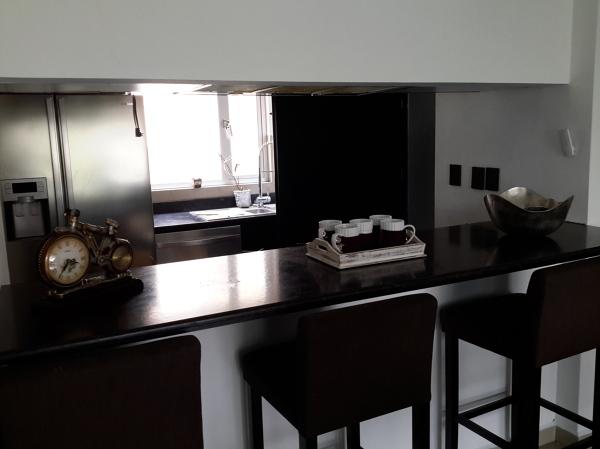 Foto bancos para cocina o barra de mtd 144092 habitissimo - Bancos de cocina esquineros ...