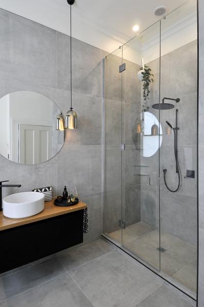 Foto ba o con regadera y cancel de vidrio 327971 for Home design e decoro