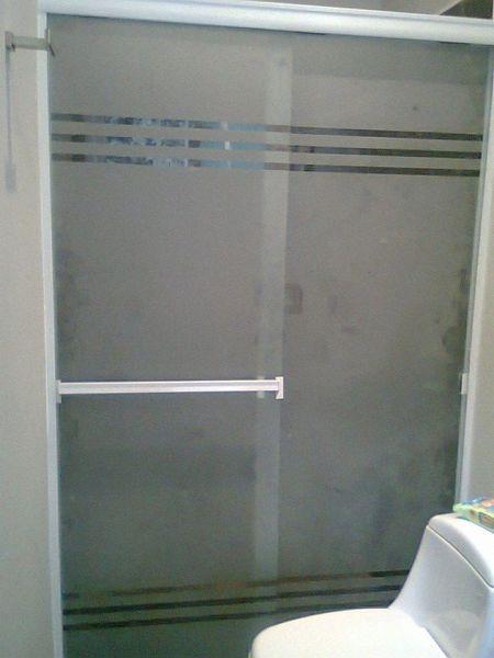 Foto cancel para ba o de vidrio templado y esmerilado de for Mamparas de vidrio templado para banos