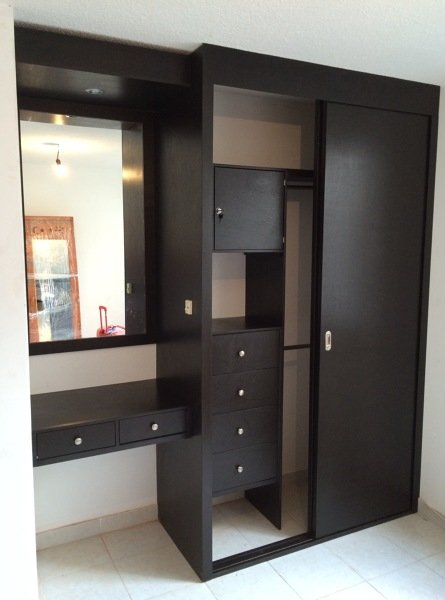 Foto closet tocador de closets y vestidores 183977 for Espejos decorativos modernos bogota