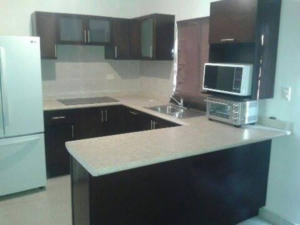 Foto cocina integra casa peque a de dise o fabricacion de for Cocinas de casas pequenas