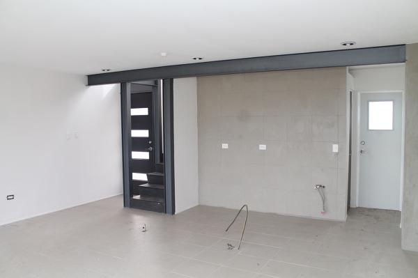 Foto cocina integrada a la sala comedor de renovo 217144 for Cocina comedor en l