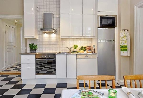 Foto cocina pr ctica con alacenas blancas 215436 for Cocina practica
