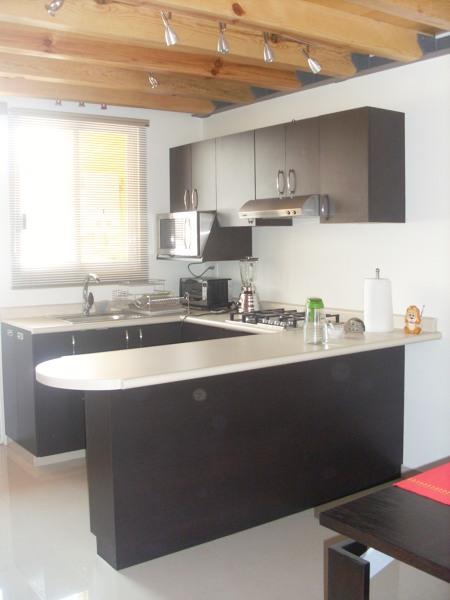 Foto cocina peque a pero funcional de h ctor mendoza for Proyecto cocina pequena