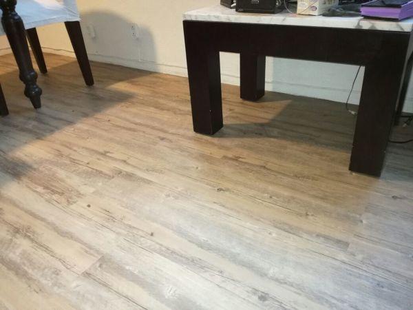 Foto colocaci n de piso vinilico glue down color - Piso vinilico colores ...