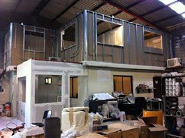 Foto construcci n de oficinas de nkd plafones 184385 for Construccion de oficinas