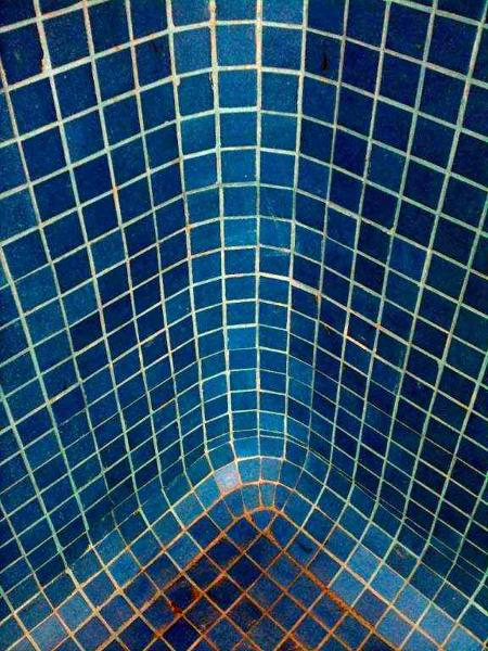 Foto detalle de alineaci n de azulejo en muro y piso de - Fotos en azulejos ...