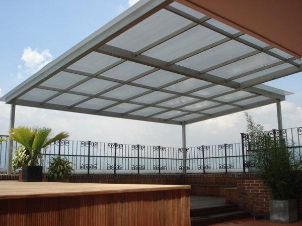 Foto domo lizo en tubular estructural y lamina de for Techos de policarbonato para exteriores