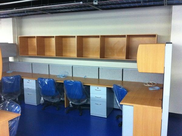 Foto equipamiento de oficina canal 22 de carpinterior for Equipamiento para oficinas