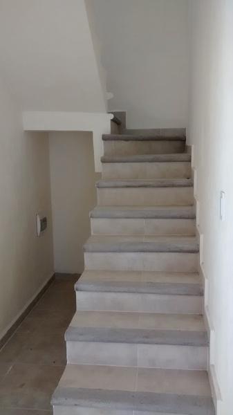 Foto escalera casa jardines de corporativo inmobiliario for Escalera de electricista