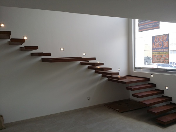 Foto escalera con iluminacion led y escalones de madera de encino de conlaf 186452 habitissimo - Iluminacion led escaleras ...