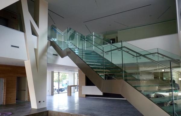 Foto escalera de construcasa 9056 habitissimo for Casa minimalista definicion