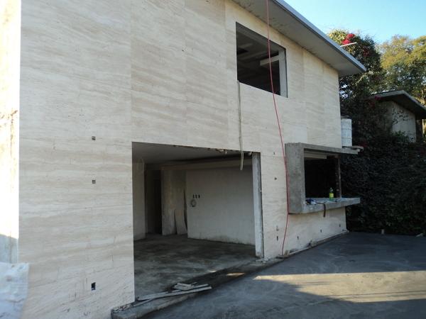 Foto fachada con acabado en m rmol de iconceptsdc 43487 for Precio marmol travertino para exterior
