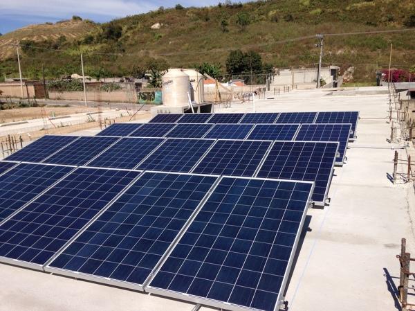 Foto Instalaci 243 N De 24 Paneles Solares De Avances