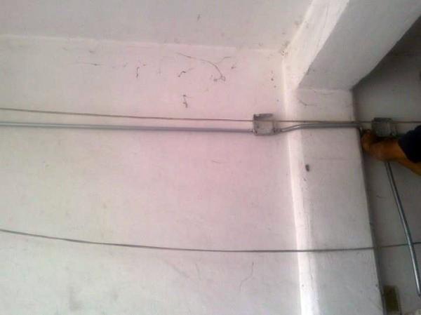 Foto instalaci n el ctrica de casa habitaci n de for Instalacion electrica jardin