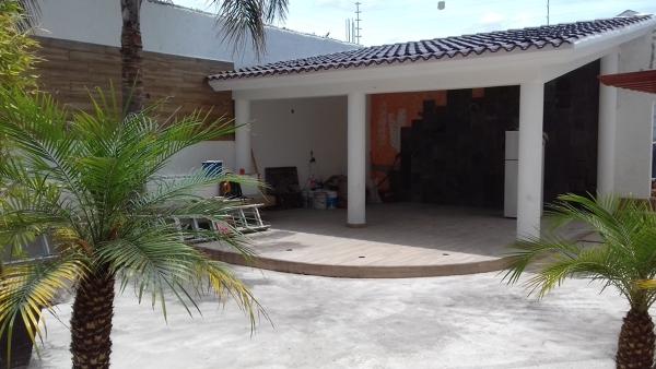 Foto jard n interior con palapa bar de amg arquitectura for Diseno jardin interior