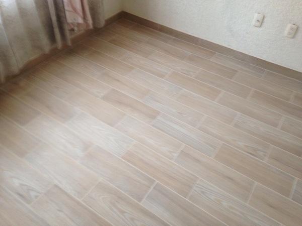 Foto loseta tipo madera de arquitekus dise o y for Fotos de losetas para pisos