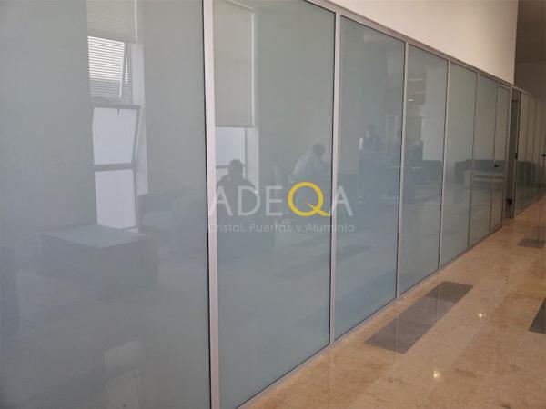 Foto mamparas divisi n de oficina de adeqa cristal for Puertas de cristal para oficina