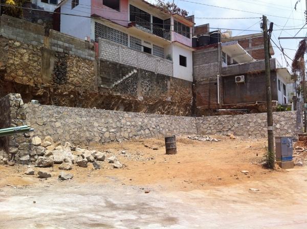 Foto muro de contenci n de piedra de comercio y - Muros de contencion de piedra ...