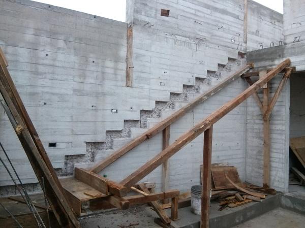 Foto muros y construccion de escalera empotrada de mlm for Construccion de estanques para tilapia