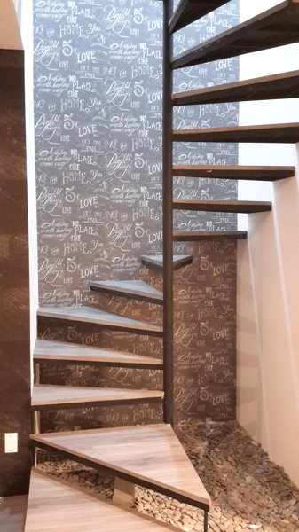 foto papel tapiz en muro de escalera de mtd 210427