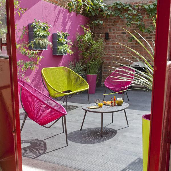 Foto patio con sillas de color 180587 habitissimo for Sillas para patio