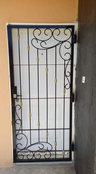 Foto protectores de ventana de montaje industrial y for Cubre escaleras