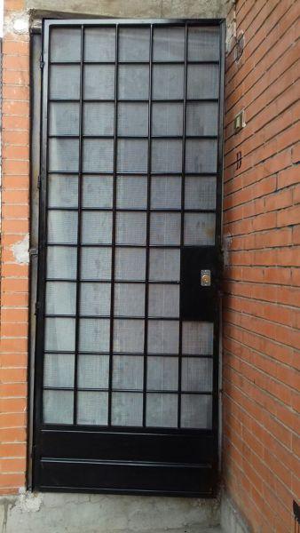 Foto puerta cuadr culada con malla mosquitera de for Puertas mosquiteras precios