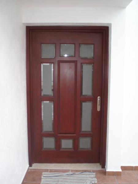 Foto puerta de acceso al interior de la casa de mag - Puertas casa interior ...