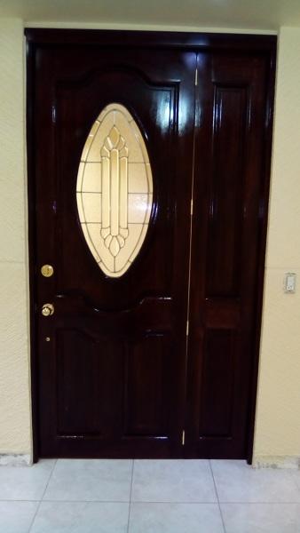 Foto puerta de entrada principal en banak de arte y for Disenos de puertas de entrada principal